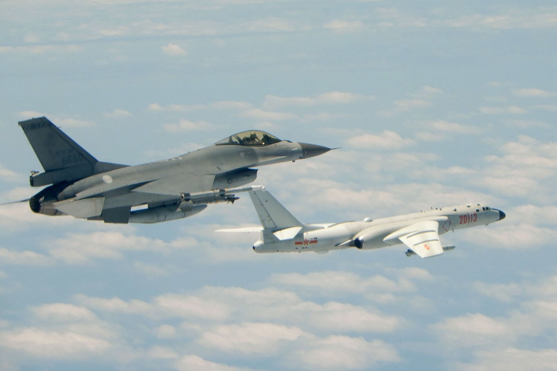 This handout photograph taken and released on May 11, 2018 by Taiwan's Defence Ministry shows a Republic of China (Taiwan) Air Force F-16 fighter aircraft (L) flying alongside a Chinese People's Liberation Army Air Force (PLAAF) H-6K bomber that reportedly flew over the Bashi Channel, south of Taiwan, and over the Miyako Strait, near Japan's Okinawa Island, in a drill - Sputnik International, 1920, 27.09.2021