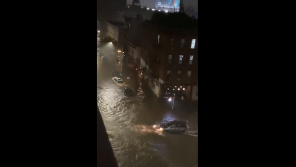 A vehicle is seen attempting to traverse dangerous floodwaters in Brooklyn's Park Slope neighborhood on September 1, 2021. The flood was brought on by remnants of Hurricane Ida.  - Sputnik International