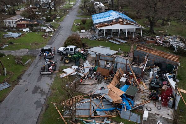 A couple collect belongings from their damaged property in the aftermath of Hurricane Ida in Golden Meadow, Louisiana, US, 1 September 2021. Picture was taken with a drone.   - Sputnik International