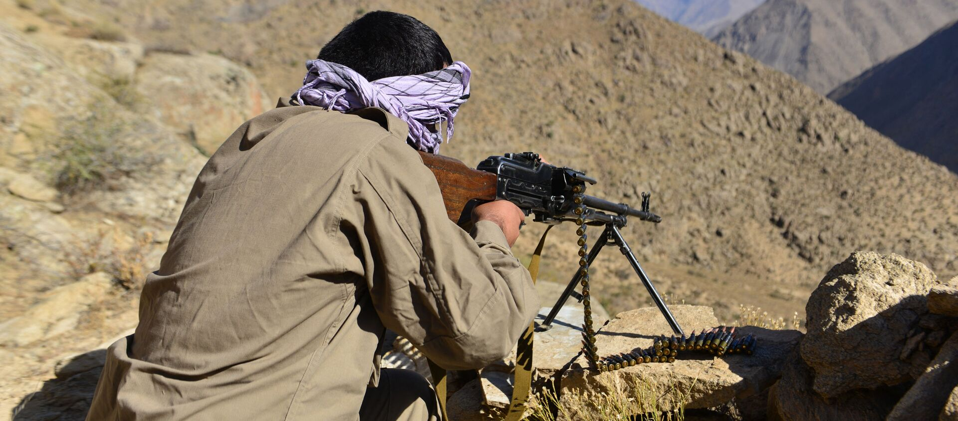 An Afghan resistance movement and anti-Taliban uprising forces personnel takes part in a military training at Malimah area of Dara district in Panjshir province on September 2, 2021 as the valley remains the last major holdout of anti-Taliban forces. - Sputnik International, 1920