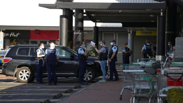 Police respond to the scene of an attack carried out by a man shot dead by police after he injured multiple people at a shopping mall in Auckland, New Zealand, September 3, 2021. - Sputnik International