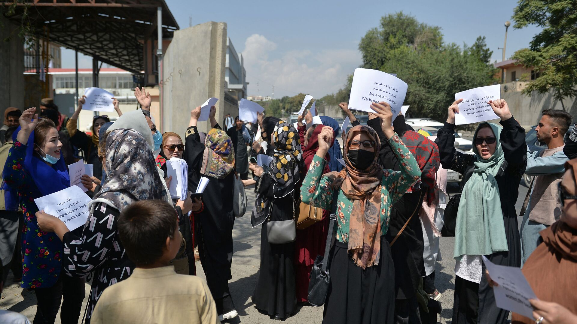 Afghan women take part in a protest march for their rights under the Taliban rule in the downtown area of Kabul on September 3, 2021.  - Sputnik International, 1920, 04.09.2021