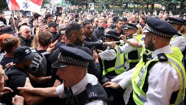 Members of the group Official Voice scuffle with police during a protest at Canary Wharf in London, Britain, on 3 September 2021.  - Sputnik International