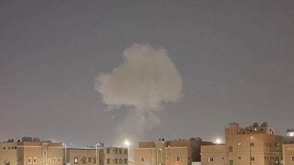 A photo of smoke after the explosion of an unidentified projectile near Dammam, Saudi Arabia on September 4, 2021 - Sputnik International