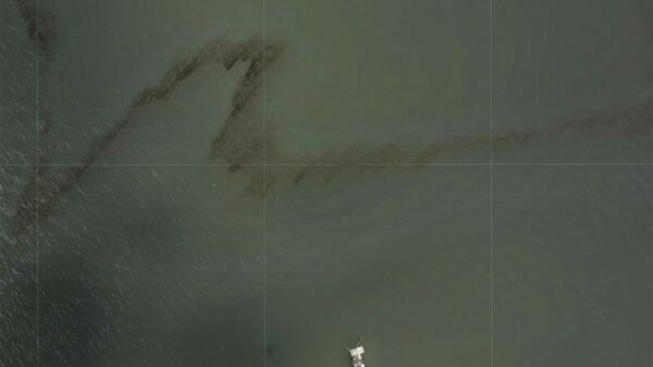 A dark trail appears on the waters of the Gulf of Mexico near an oil industry platform, following the passing of Hurricane Ida in an NOAA surveillance photograph taken south of Port Fouchon, Louisiana, U.S. August 31, 2021. - Sputnik International