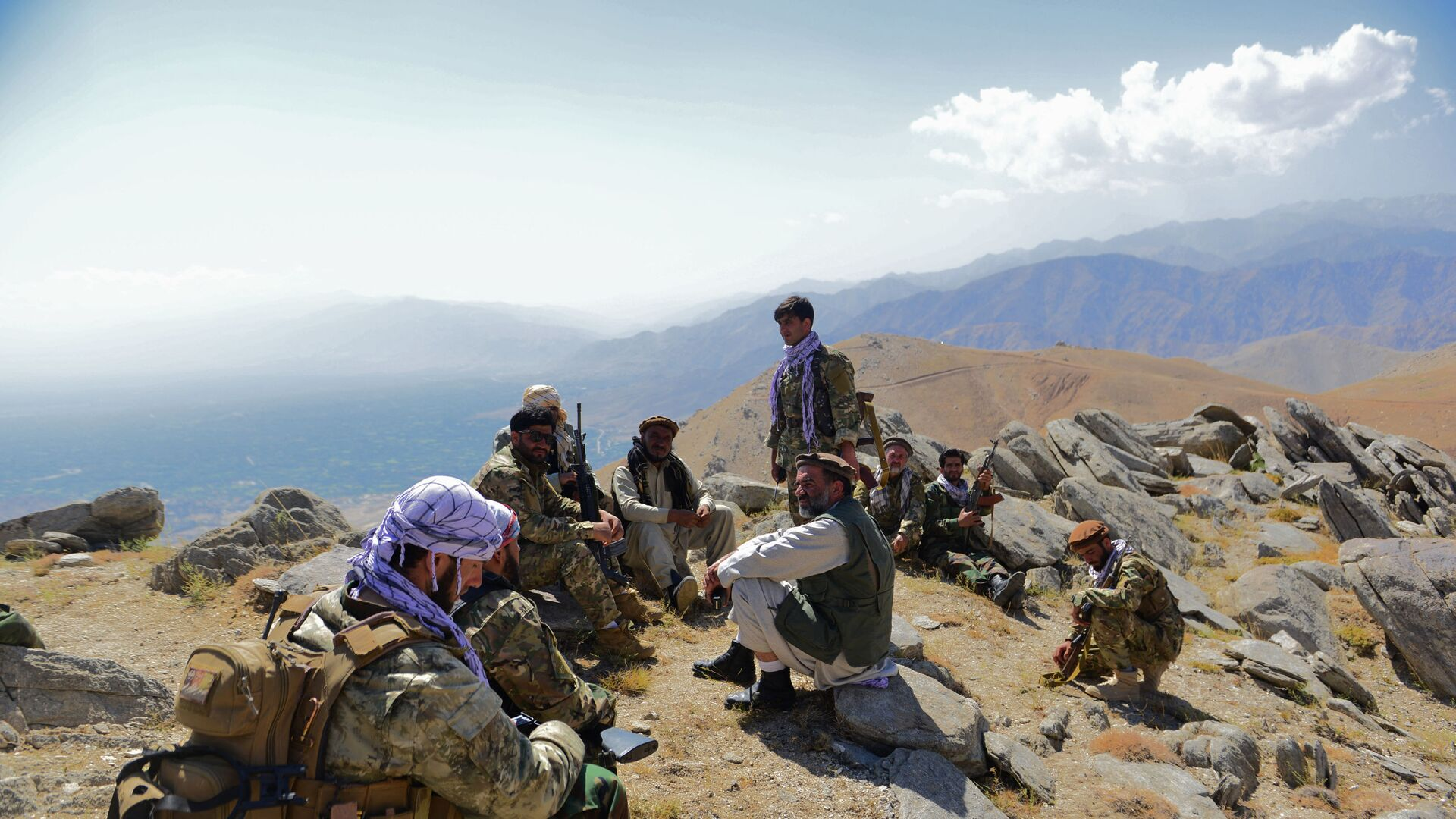 In this file photo taken on September 1, 2021, Afghan resistance movement and anti-Taliban uprising forces take rest as they patrol on a hilltop in Darband area in Anaba district of Panjshir province. - The Taliban said on September 6, 2021 the last pocket of resistance in Afghanistan, the Panjshir Valley, had been completely captured.  - Sputnik International, 1920, 06.09.2021