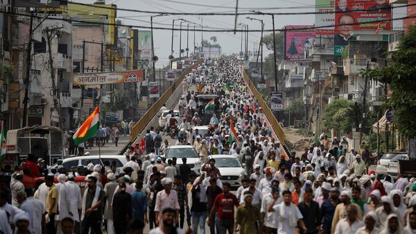 People arrive to attend a Maha Panchayat or grand village council meeting as part of a farmers' protest against farm laws in Muzaffarnagar in the northern state of Uttar Pradesh, India - Sputnik International