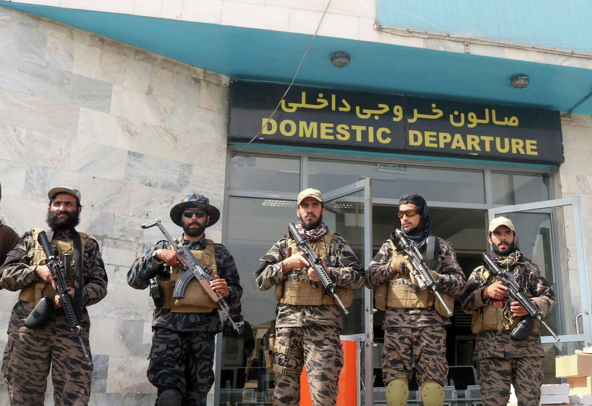Taliban forces stand guard a day after the U.S. troops withdrawal from Hamid Karzai International Airport in Kabul, Afghanistan August 31, 2021. - Sputnik International, 1920, 17.09.2021