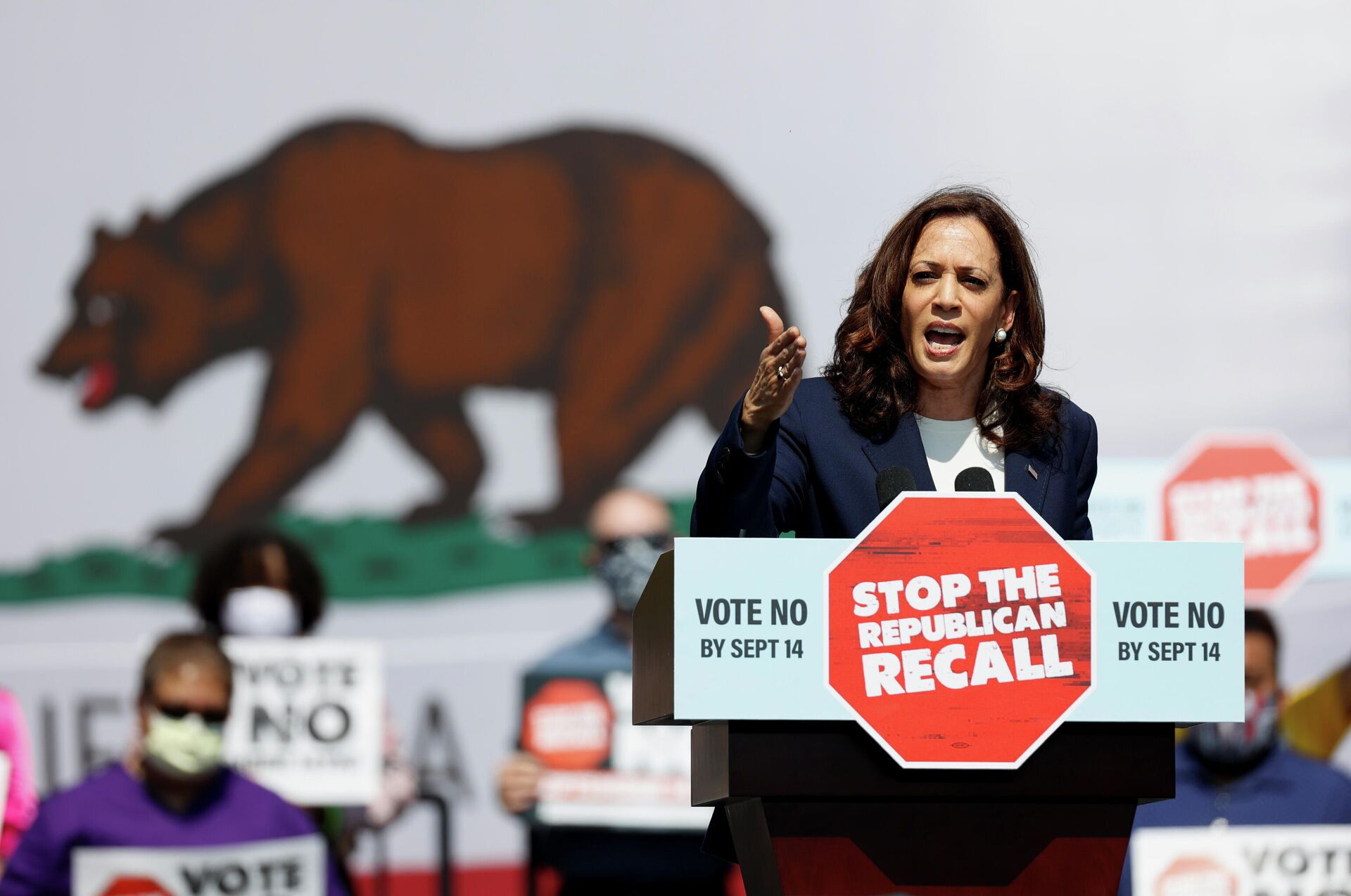 U.S. Vice President Kamala Harris speaks during an appearance with California Governor Gavin Newsom, who is facing a Republican-led recall election in September, in San Leandro, California, U.S., September 8, 2021 - Sputnik International, 1920, 14.09.2021