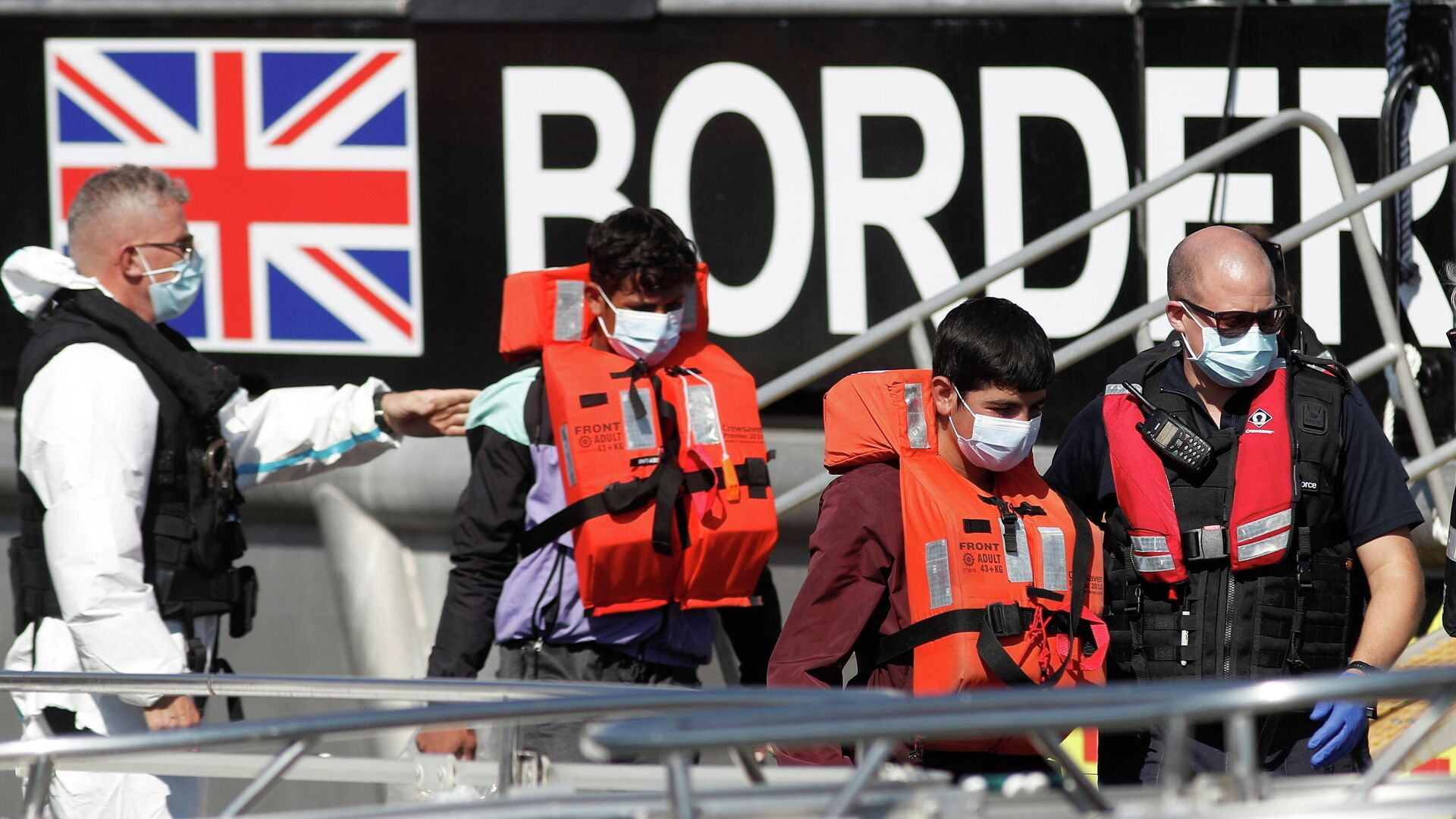 Migrants rescued from the English Channel are brought into Dover on the Border Force Catamaran Rescue Boat, BF Hurricane, Britain, September 8, 2021 - Sputnik International, 1920, 20.09.2021