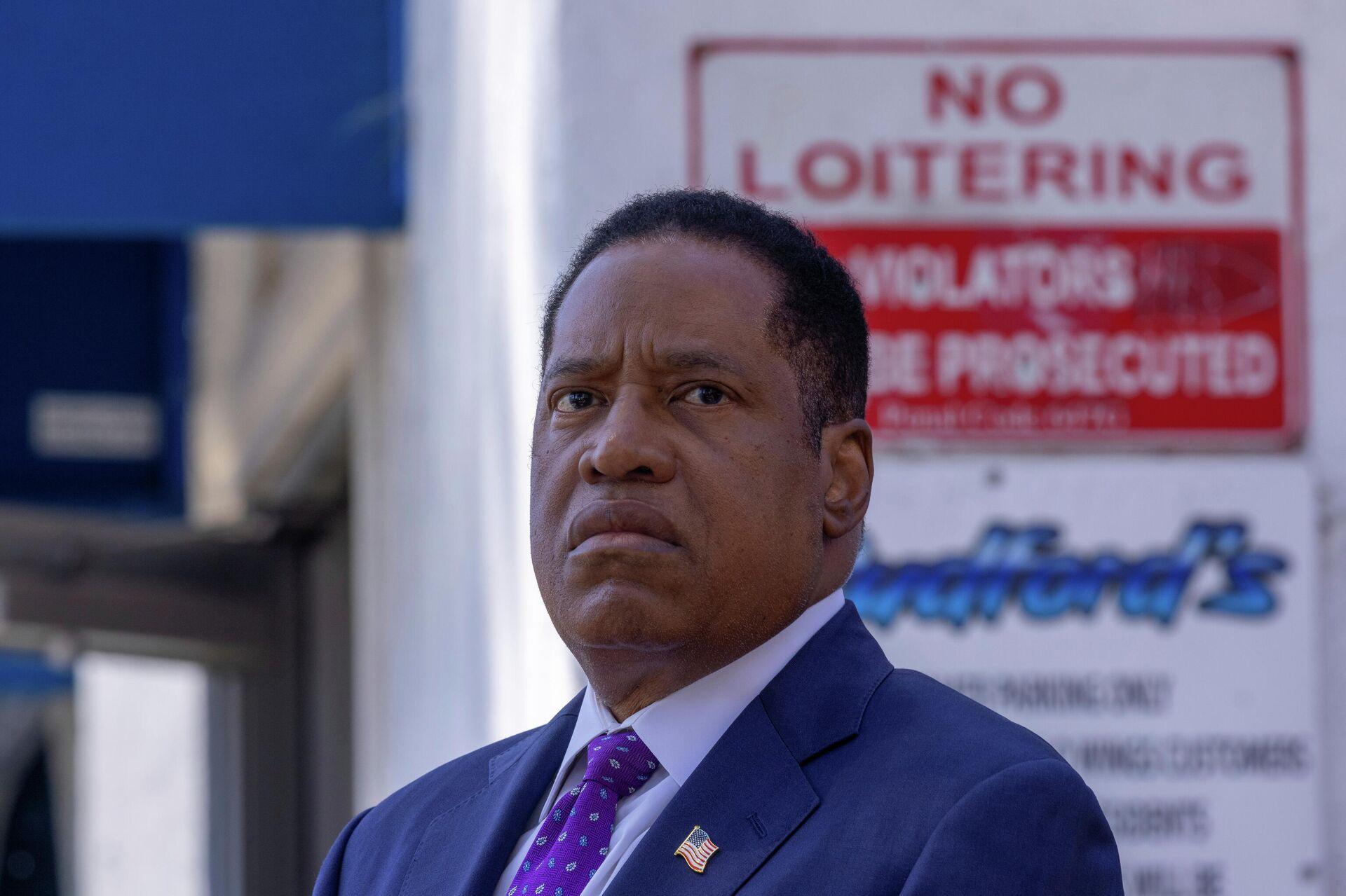Republican gubernatorial candidate Larry Elder makes a campaign stop outside a restaurant in San Diego, California, U.S. September 3, 2021 - Sputnik International, 1920, 14.09.2021