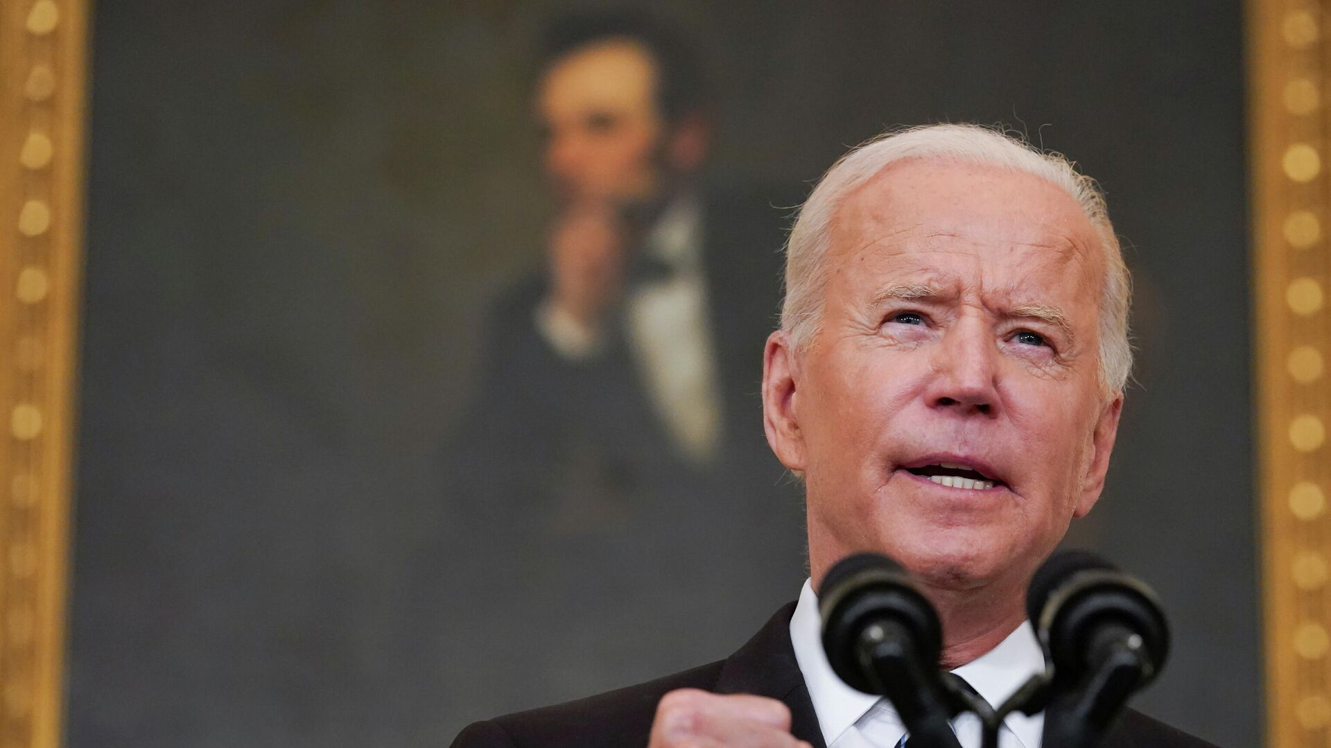 US President Joe Biden delivers remarks on the Delta variant and his administration's efforts to increase vaccinations, from the State Dining Room of the White House in Washington, US, September 9, 2021 - Sputnik International, 1920, 24.09.2021