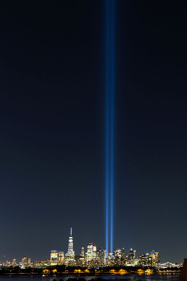 """The """"Tribute in Light"""" installation illuminates the Manhattan skyline ahead of the 20th anniversary of the September 11th attacks as viewed from Jersey City, New Jersey, 10 September 2021. - Sputnik International"""