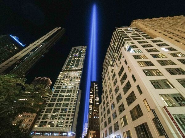 """The annual """"Tribute in Light"""" projects two pillars of light into the night sky next to the buildings overlooking the 9/11 Memorial & Museum in New York City on 10 September 2021. - Sputnik International"""