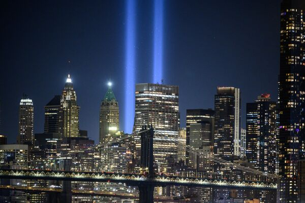 """A general view of the city skyline and the """"Tribute in Light"""" installation commemorating the 9/11 terrorist attacks, in New York on 10 September 2021. - Sputnik International"""