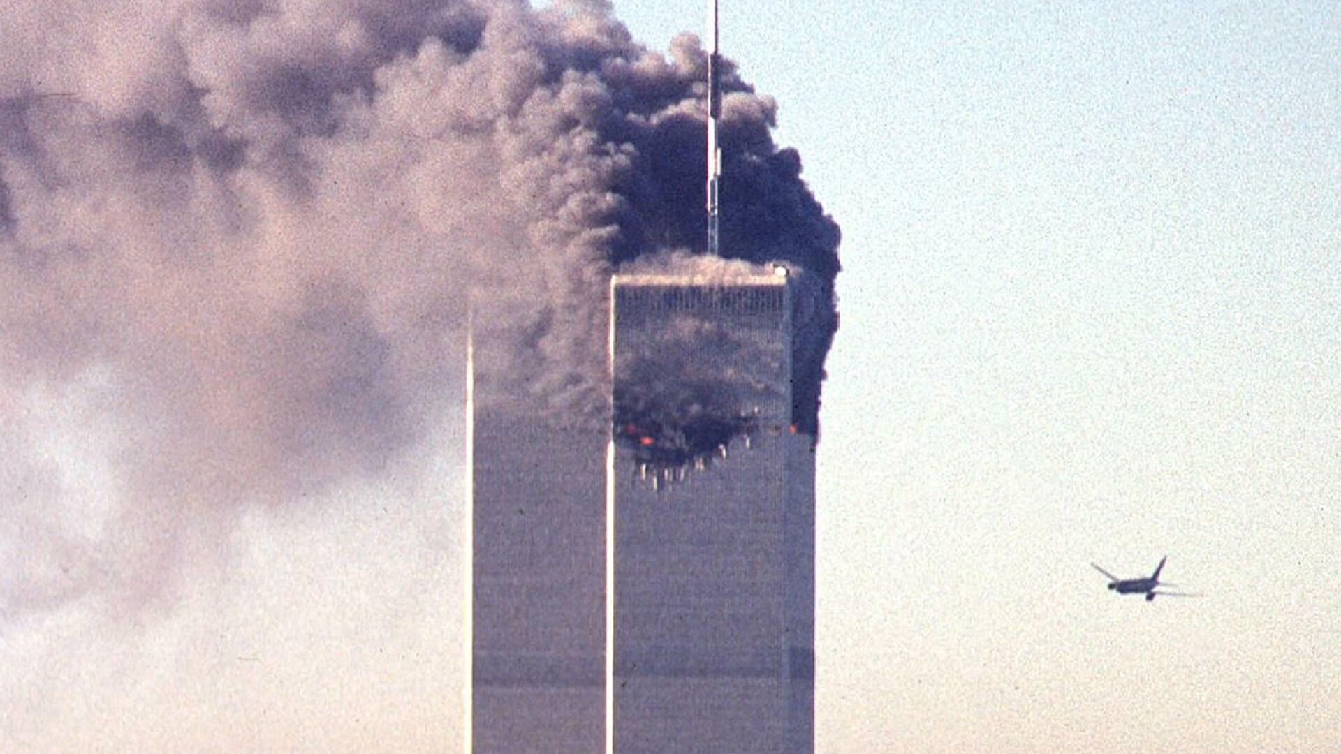 (FILES) In this file photo taken on September 11, 2001, a hijacked commercial aircraft approaches the twin towers of the World Trade Center shortly before crashing into the landmark skyscraper in New York.  - Sputnik International, 1920, 12.09.2021