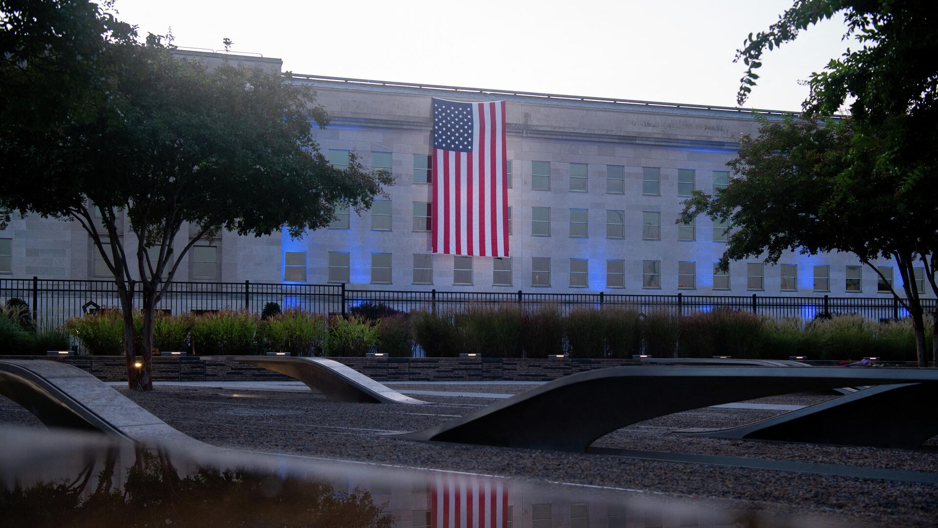 An American flag hangs from the side of the Pentagon to commemorate the 20th anniversary of the 9/11 attacks,as seen from the Pentagon 9/11 Memorial on September 11, 2021, in Washington,DC. - Sputnik International, 1920, 11.09.2021
