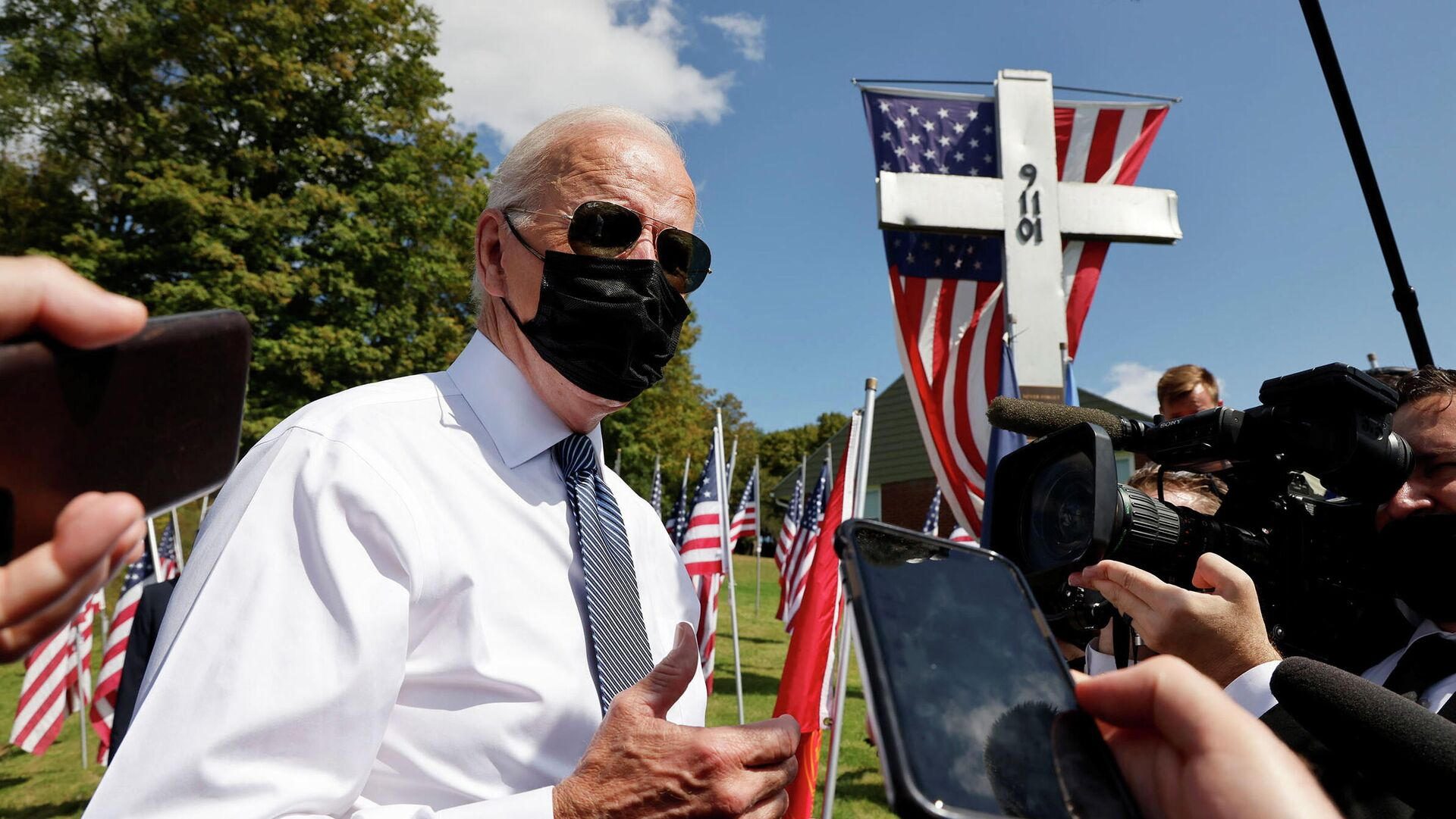 U.S. President Joe Biden talks with reporters outside the Shanksville volunteer fire station, as he and first lady Jill Biden stopped at the fire hall after visiting the nearby site where the hijacked United Airlines Flight 93 plane crashed on the 20th anniversary of the September 11, 2001 attacks, in Shanksville, Pennsylvania, U.S., September 11, 2021. - Sputnik International, 1920, 11.09.2021