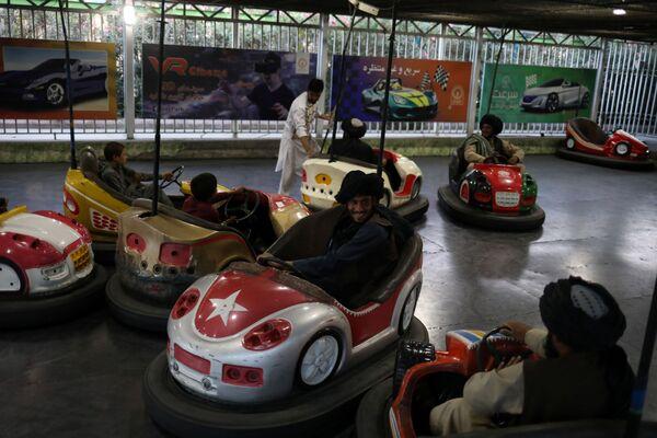 Taliban soldiers ride bumper cars in an amusement park in Kabul, Afghanistan, 13 September 2021.  - Sputnik International