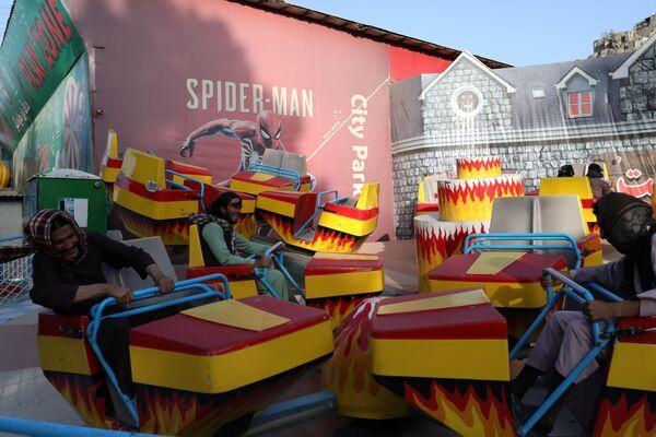 Afghan men enjoy an attraction at an amusement park ride in Kabul, Afghanistan. - Sputnik International