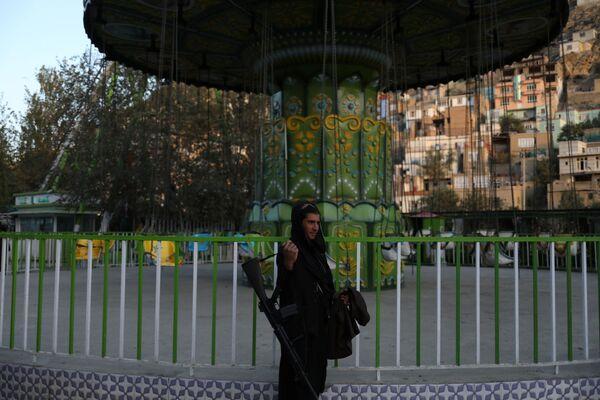 A Taliban soldier stands at an amusement park in Kabul, Afghanistan. - Sputnik International