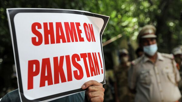 An Afghan national holds a sign during a protest against Pakistan and Taliban near a police station in New Delhi, India, September 14, 2021. - Sputnik International