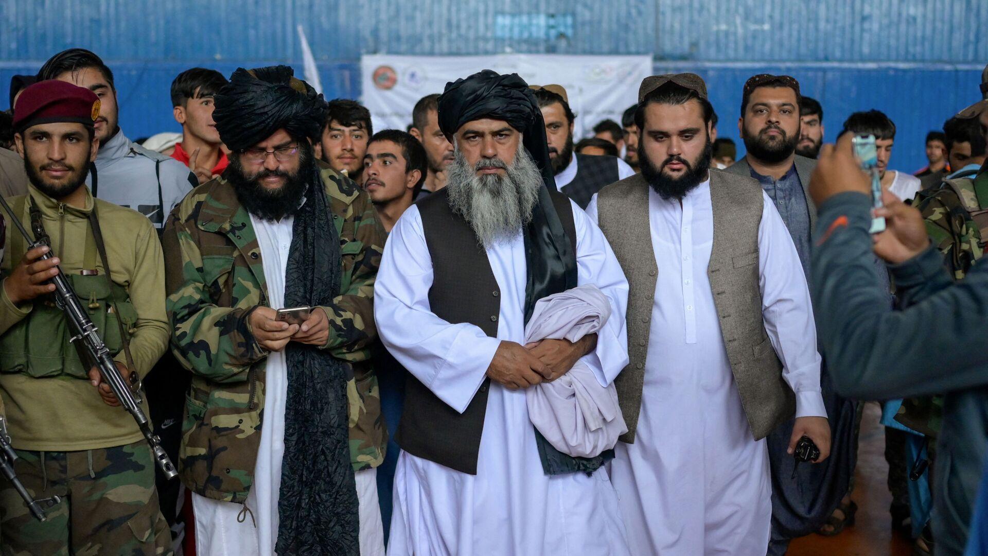 Во время визита директора Талибана по физическому воспитанию и спорту Башира Ахмада Рустамзая в спортзал в Кабуле - Sputnik International, 1920, 23.09.2021