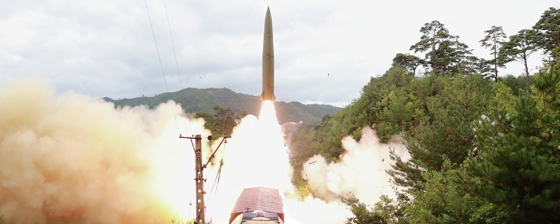 A missile is seen launched during a drill of the Railway Mobile Missile Regiment in North Korea, in this image supplied by North Korea's Korean Central News Agency on September 16, 2021 - Sputnik International, 1920, 16.09.2021