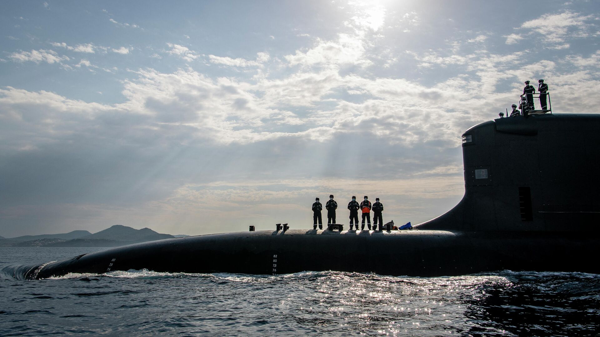 This handout picture taken on July 18, 2020 and released on October 20, 2020 by French shipbuilder Naval Group shows new French navy nuclear attack submarine Suffren, a Barracuda class, arriving at Toulon's naval base - Sputnik International, 1920, 25.09.2021
