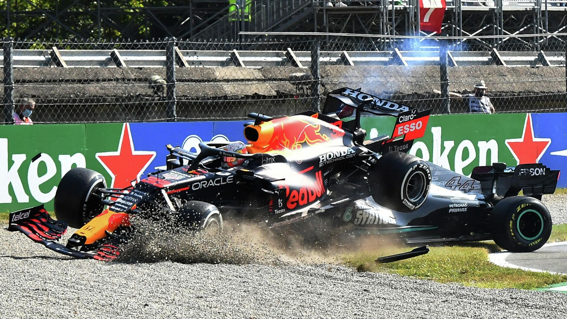 Red Bull's Max Verstappen and Mercedes' Lewis Hamilton crash out of the race  - Sputnik International, 1920, 16.09.2021