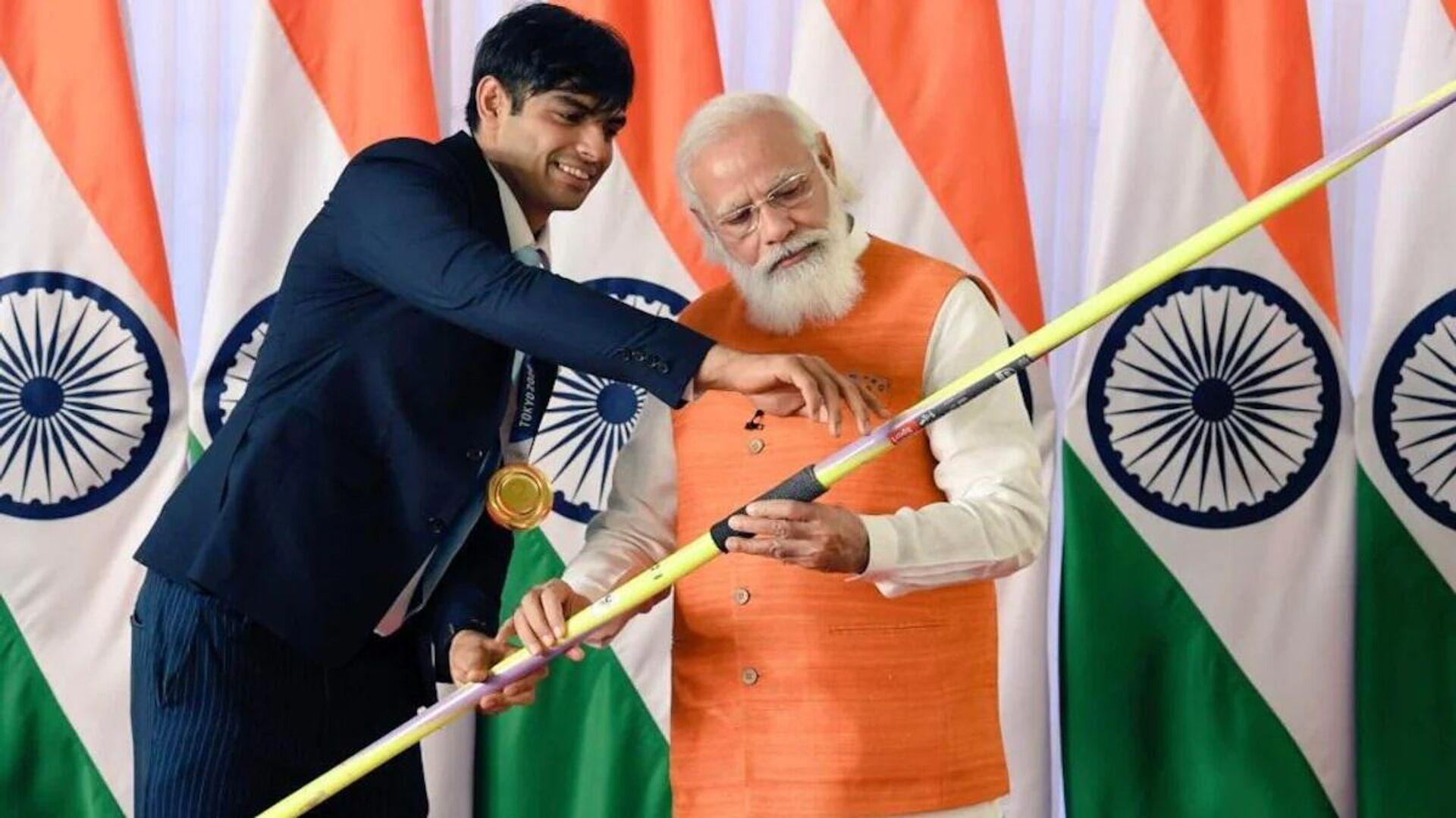 PM Narendra Modi (right) with Olympic gold medallist Neeraj Chopra - Sputnik International, 1920, 17.09.2021