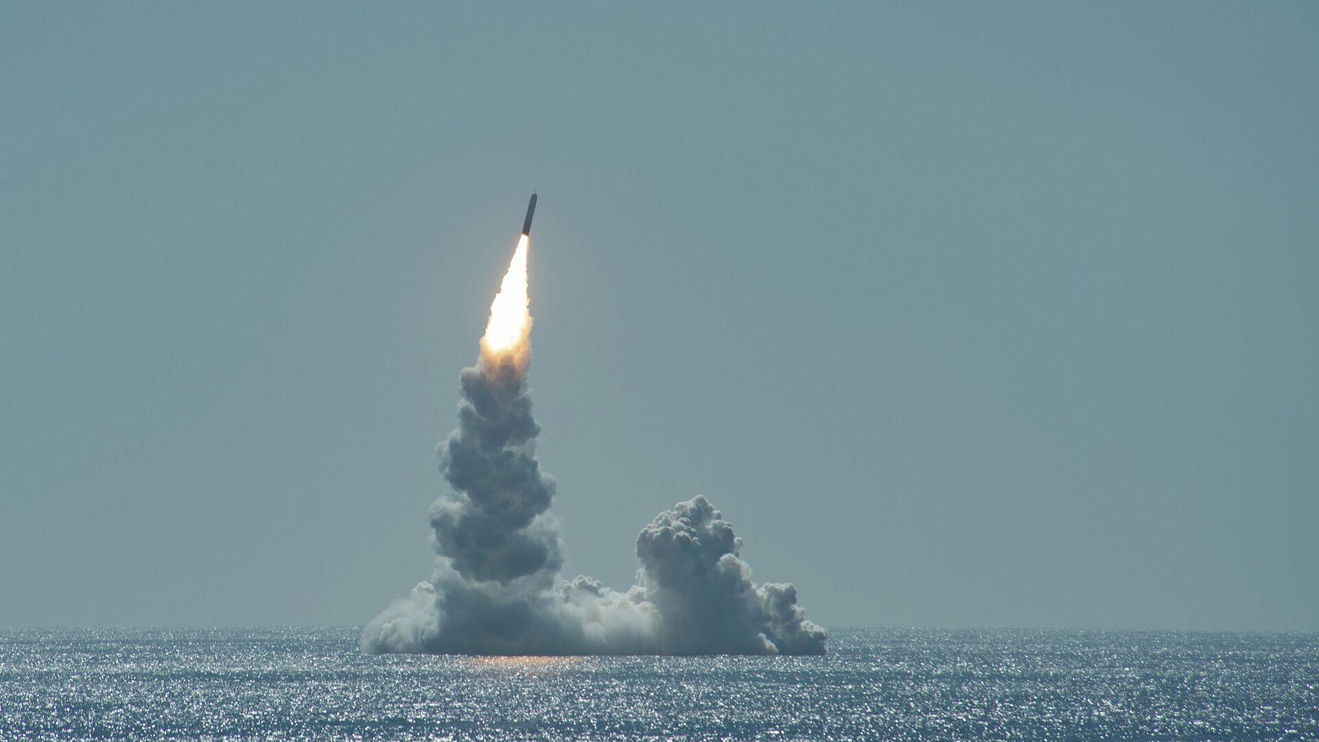 An unarmed Trident II (D5LE) missile launches from Ohio-class ballistic missile submarine USS Maine (SSBN 741) off the coast of San Diego, California, Feb. 12, 2020. - Sputnik International, 1920, 18.09.2021