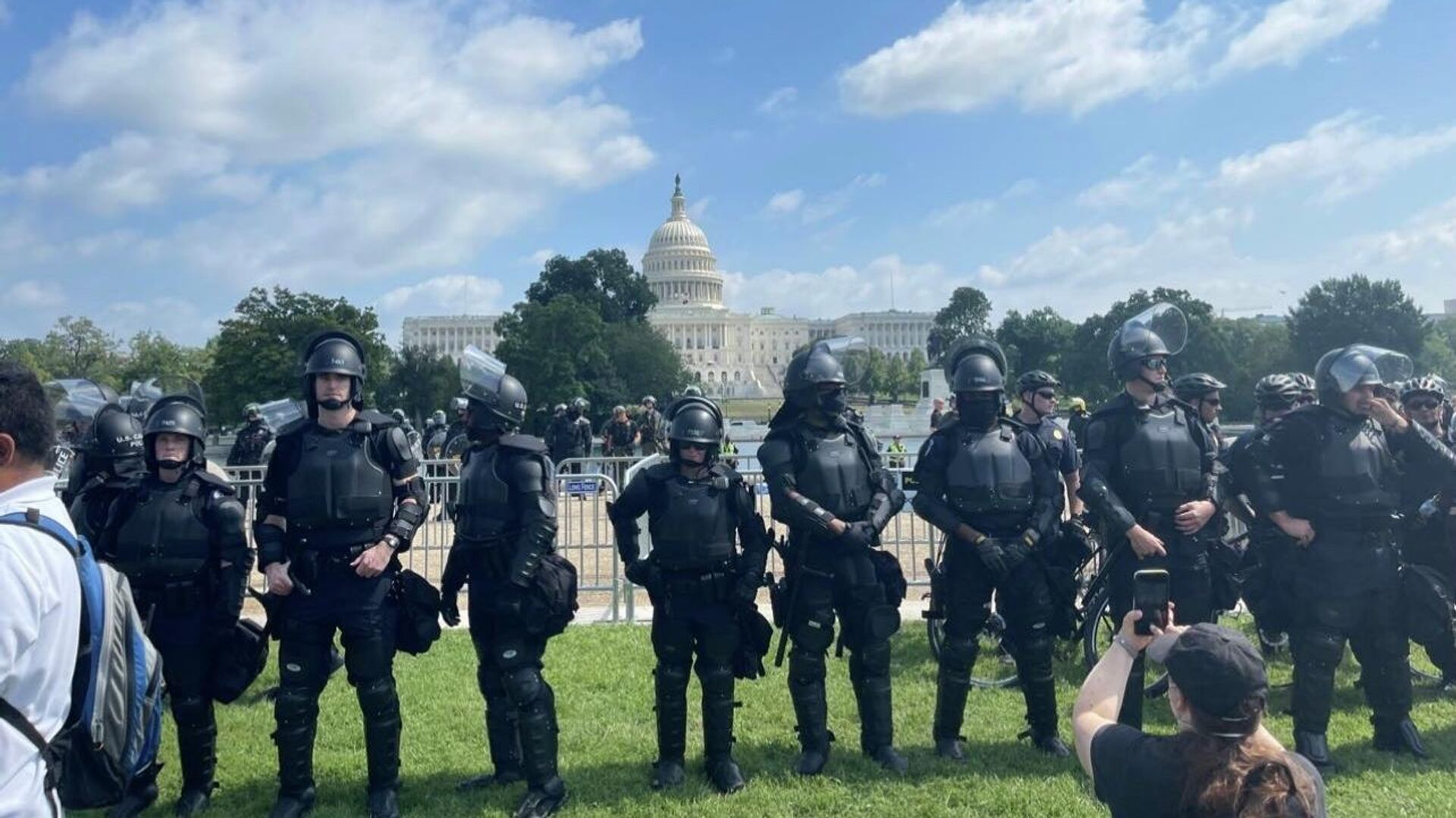 People gathered in DC on September 18 to participate in the Justice for J6 rally in support of people arrested after the January 6 riot - Sputnik International, 1920, 18.09.2021