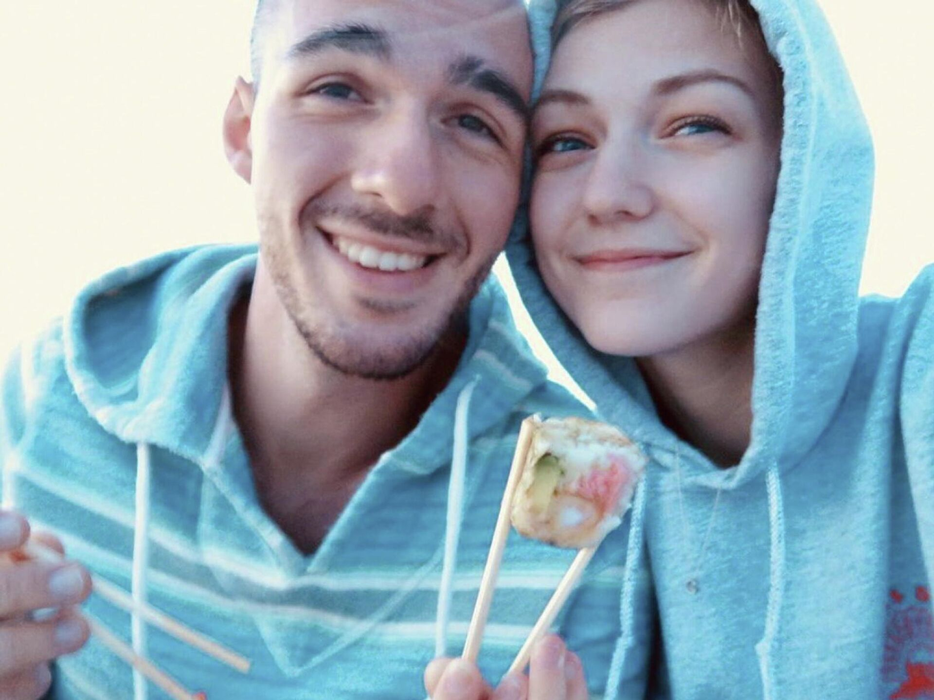 Gabrielle Petito, 22, who was reported missing on September 11, 2021 after traveling with her boyfriend around the country in a van and never returned home, poses for a photo with Brian Laundrie in this undated handout photo.  - Sputnik International, 1920, 26.09.2021