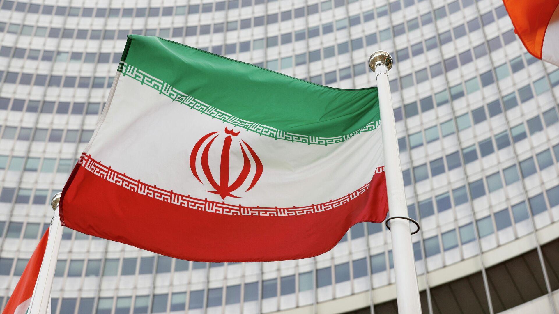 The Iranian flag waves in front of the International Atomic Energy Agency (IAEA) headquarters, amid the coronavirus disease (COVID-19) pandemic, in Vienna, Austria May 23, 2021. - Sputnik International, 1920, 28.09.2021