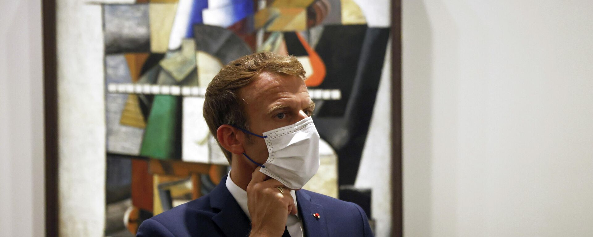 French President Emmanuel Macron visits the exhibition 'The Morozov Collection, Icons of Modern Art' at Foundation Louis Vuitton in Paris, France, September 21, 2021. - Sputnik International, 1920, 21.09.2021
