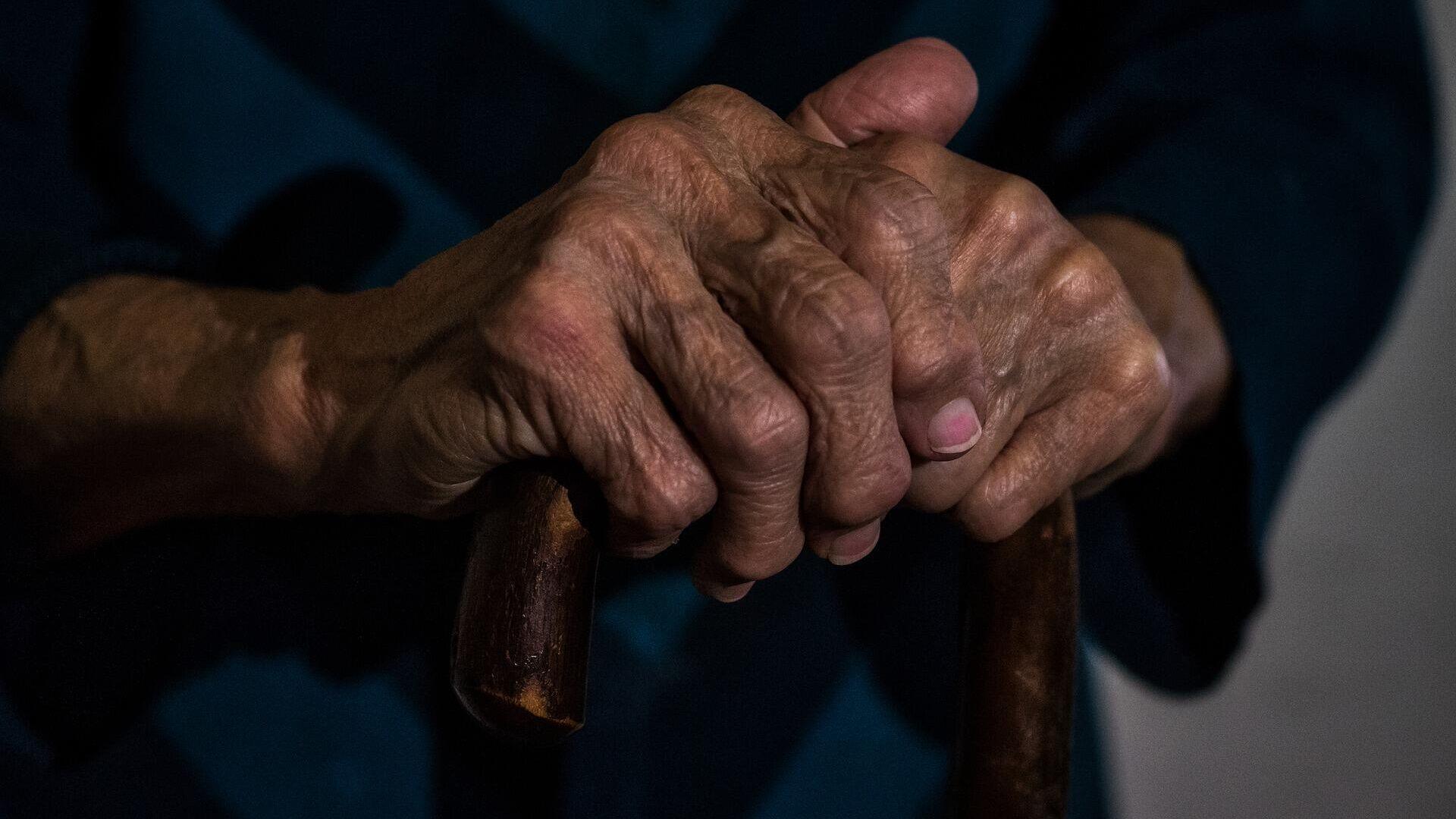 Old woman hands - Sputnik International, 1920, 23.09.2021