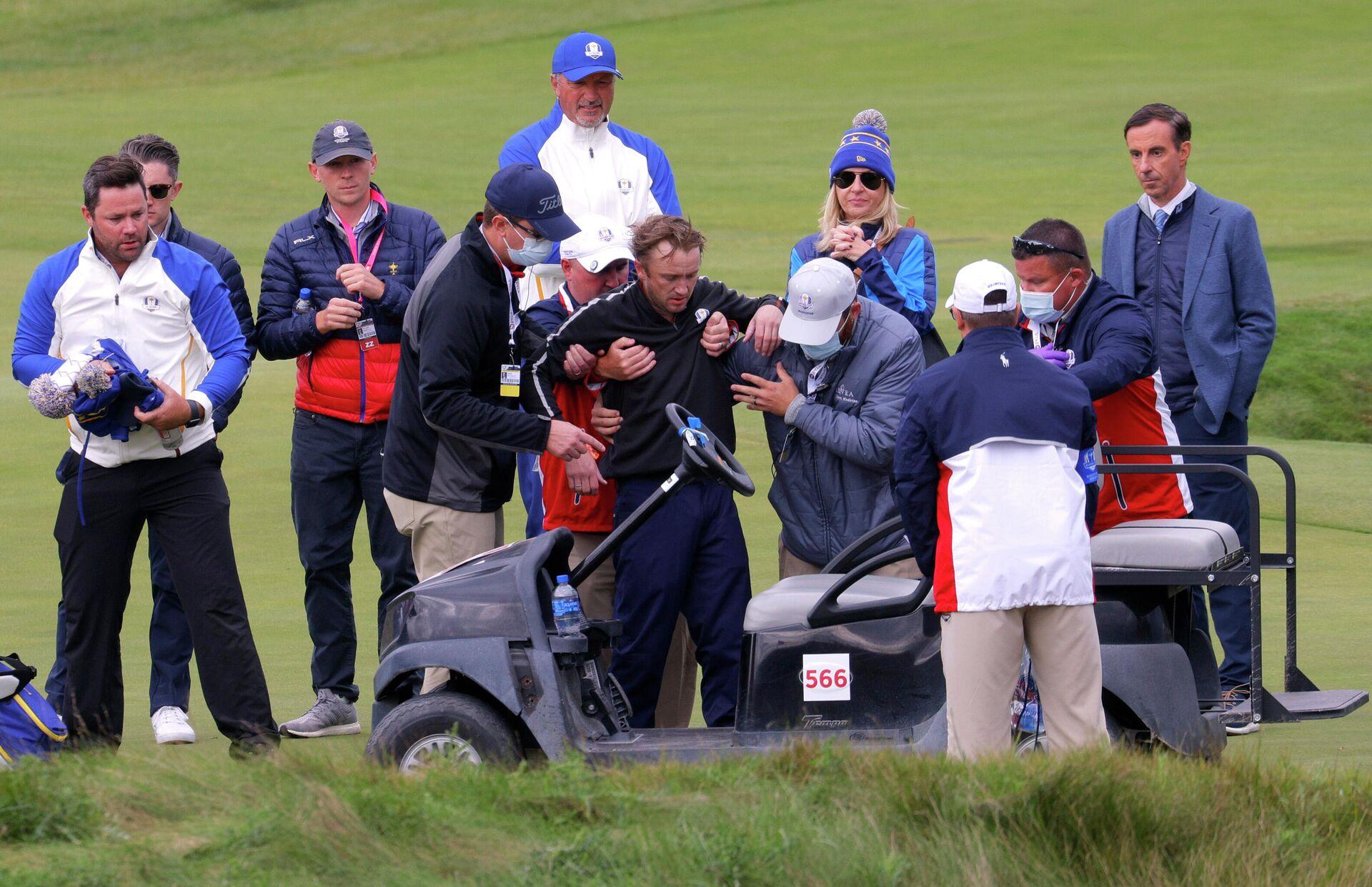 Golf - The 2020 Ryder Cup - Whistling Straits, Sheboygan, Wisconsin, U.S. - September 23, 2021 Actor Tom Felton receives medical attention during a practice round - Sputnik International, 1920, 24.09.2021