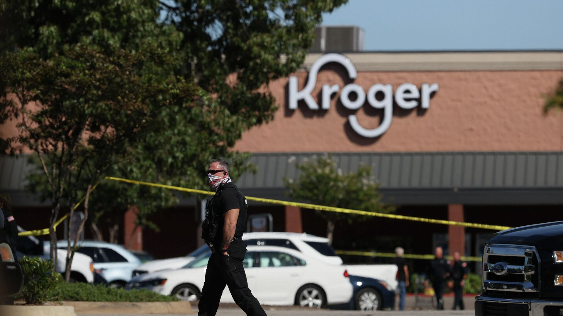 Emergency personnel respond to a shooting at a Kroger supermarket in suburban Memphis, Tennessee, U.S., September 23, 2021 - Sputnik International, 1920, 24.09.2021