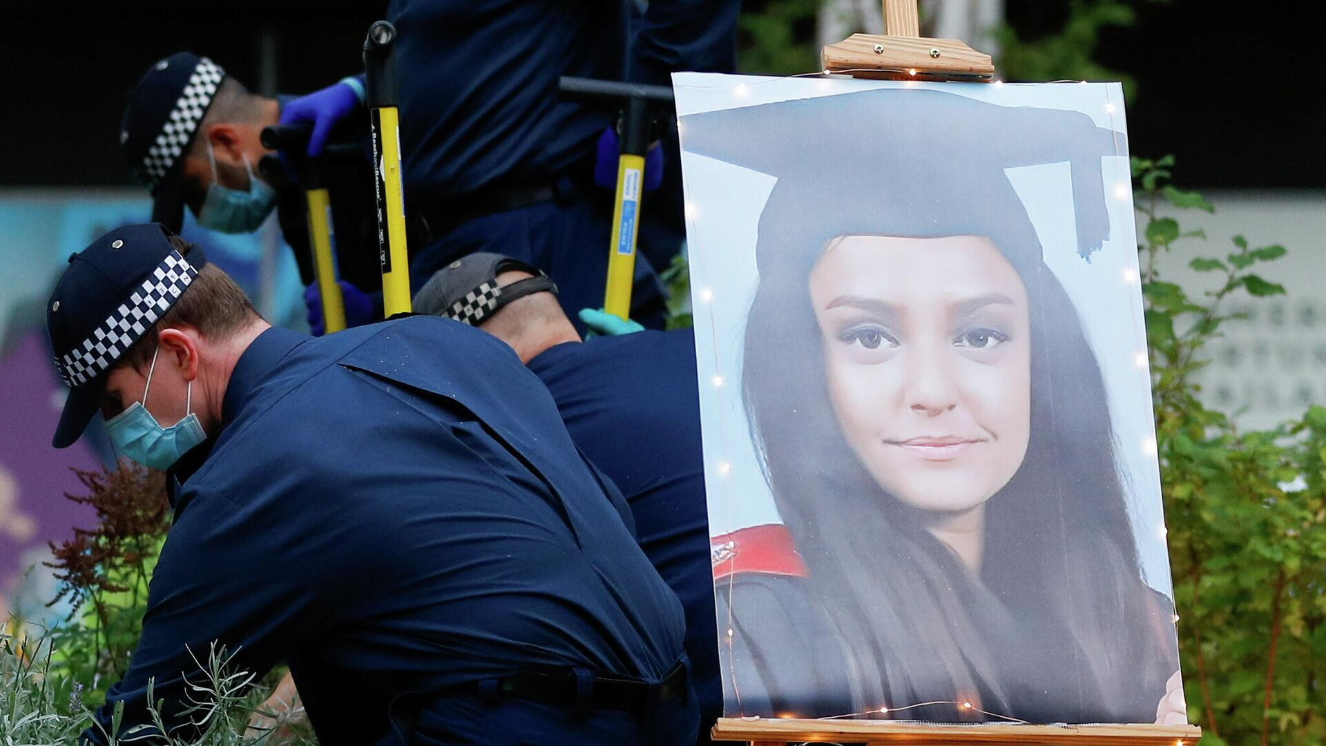 A portrait of Sabina Nessa, a teacher who was murdered in Pegler Square, is seen as police officers search the area prior to a vigil, in London, Britain September 24, 2021.  - Sputnik International, 1920, 26.09.2021