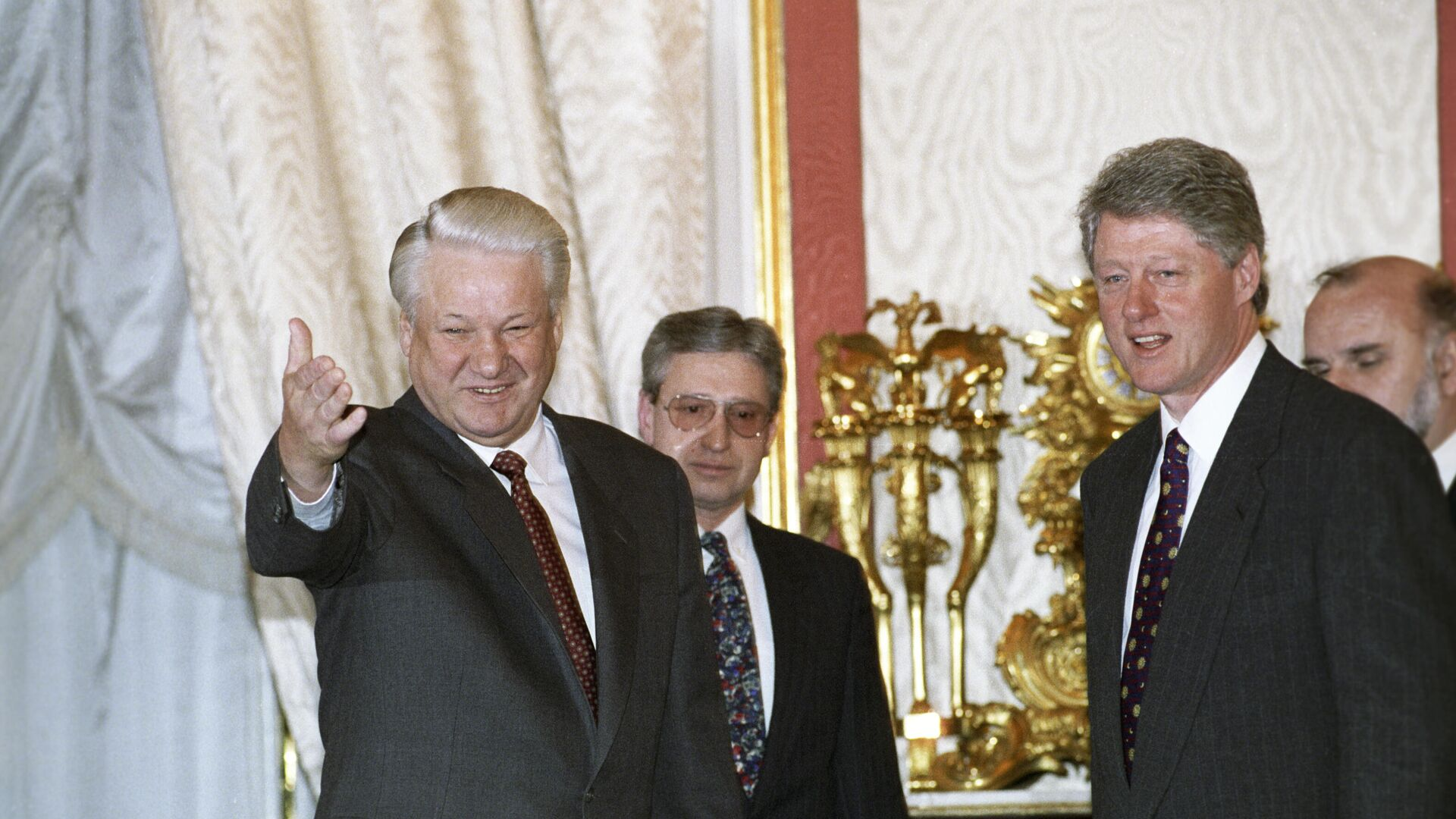 Then-Russian President Boris Yeltsin and his US counterpart Bill Clinton at a meeting in the Kremlin, Moscow, in January 1994 - Sputnik International, 1920, 26.09.2021