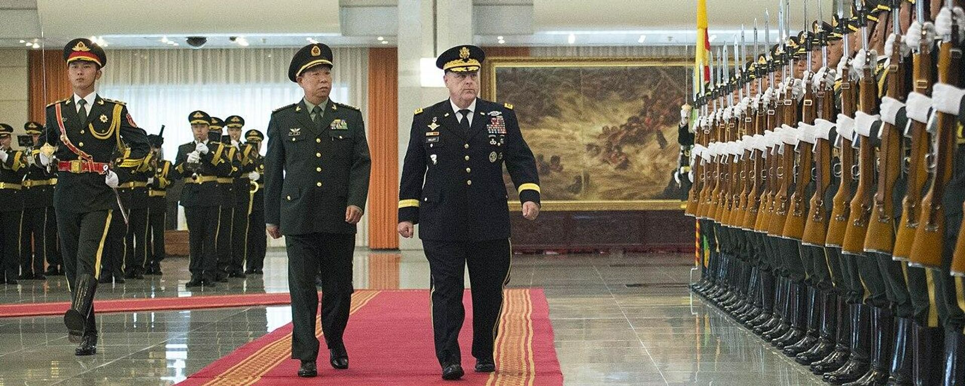 U.S. Army Chief of Staff General Mark A. Milley and Commander of the PLA Ground Force General Li Zuocheng inspect a Chinese military contingent at the Bayi Building in Beijing, China, Aug. 16, 2016 - Sputnik International, 1920, 28.09.2021