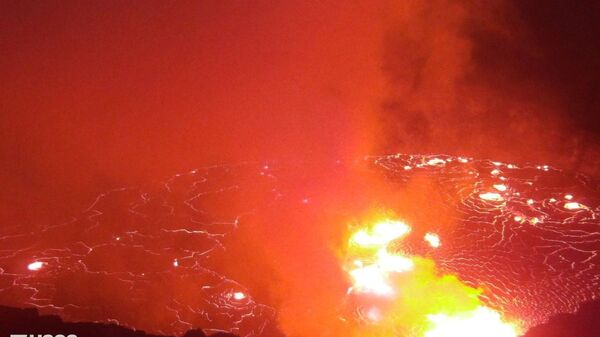 Лава в кратере вулкана Халемаумау на Гавайях - Sputnik International