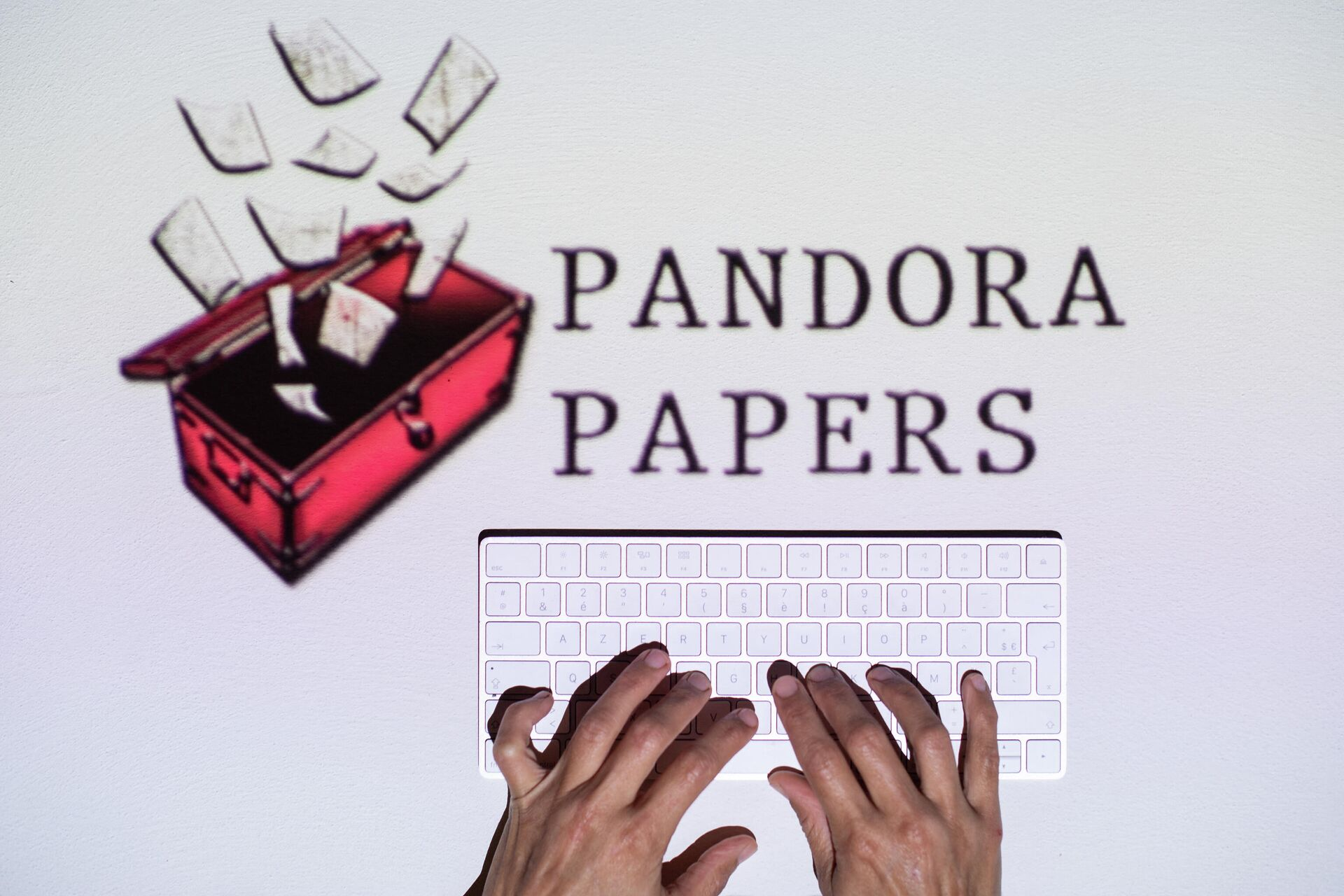 This photograph illustration shows hands typing on a keyboard in front of the logo of Pandora Papers, in Lavau-sur-Loire, western France, on October 4, 2021 - Sputnik International, 1920, 11.10.2021