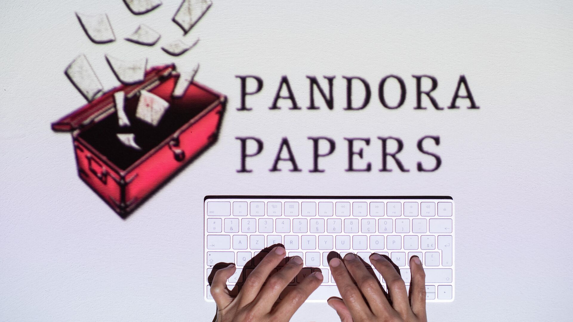 This photograph illustration shows hands typing on a keyboard in front of the logo of Pandora Papers, in Lavau-sur-Loire, western France, on October 4, 2021 - Sputnik International, 1920, 09.10.2021