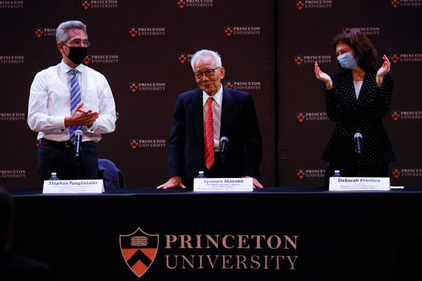Метеоролог из Принстонского университета профессор Сюкуро Манабе присутствует на пресс-конференции, США - Sputnik International