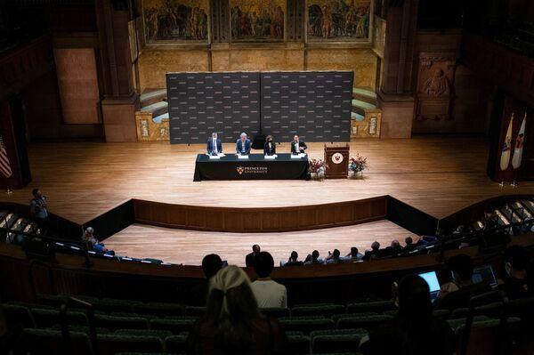 Британо-американский химик-органик Дэвид Макмиллан и немецкий химик Бенджамин Лист получают Нобелевскую премию по химии 2021 года в Принстоне, штат Нью-Джерси, США - Sputnik International