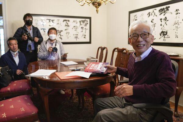 Японско-американский климатолог Сюкуро Манабэ разговаривает с журналистами в своем доме в Принстоне, штат Нью-Джерси, США - Sputnik International