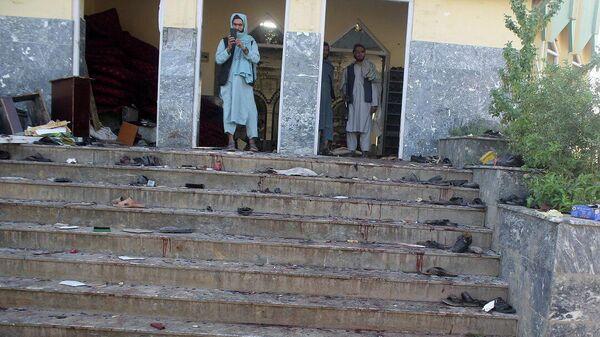 Afghan men stand inside a mosque after a blast, in Kunduz, Afghanistan October 8, 2021. - Sputnik International