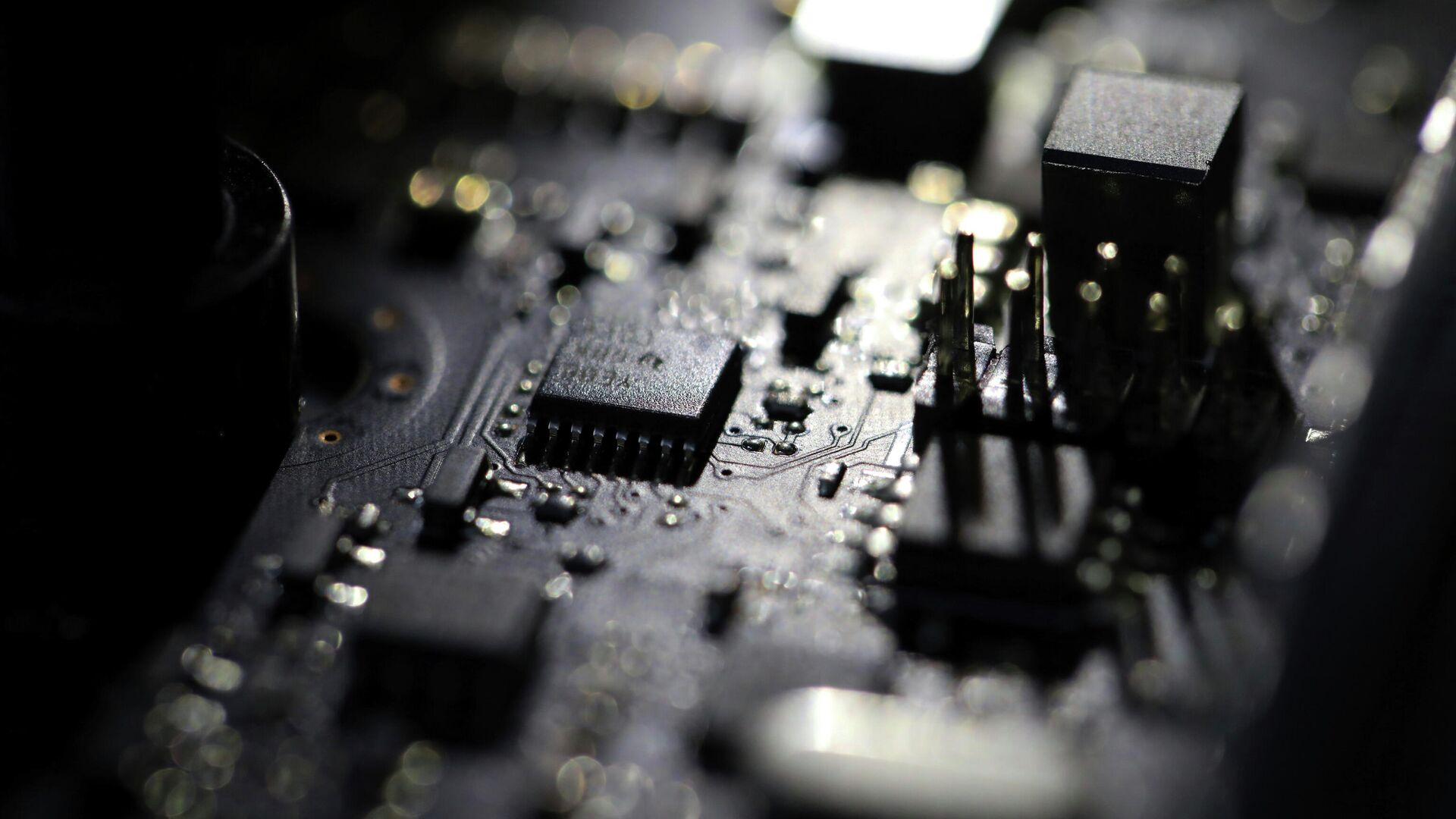 This Feb 23, 2019, file photo shows the inside of a computer. Three former U.S. intelligence and military operatives have agreed to pay nearly $1.7 million to resolve criminal charges that they provided sophisticated hacking technology to the United Arab Emirates. - Sputnik International, 1920, 12.10.2021